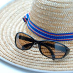 麦わら帽子とサングラス