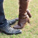 ブーツを脱いだら足が臭い!においの原因と消臭法は?