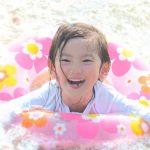 子連れで海水浴に行くときの持ち物リスト!必需品から便利グッズ、食べ物まで!