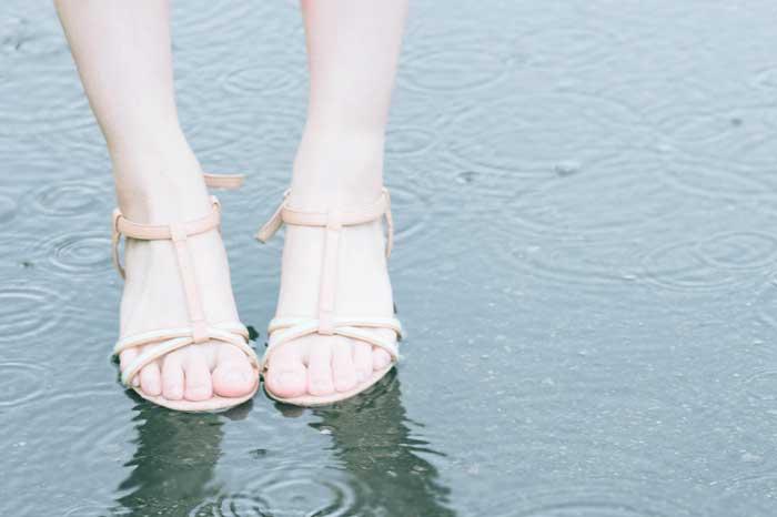 雨の日に濡れた靴