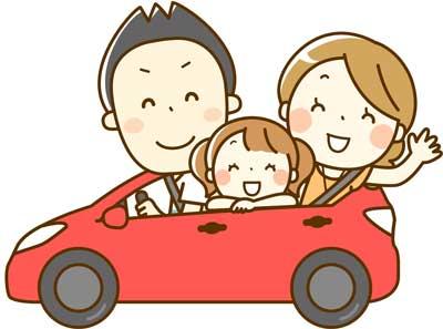 子供を助手席に乗せてドライブ