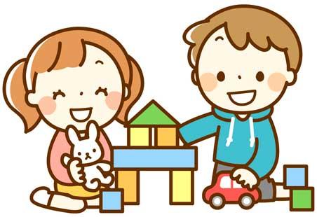 キッズコーナーで遊ぶ子ども